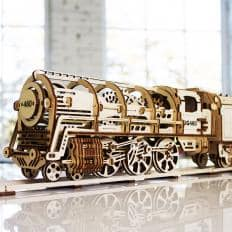 Maquette locomotive à vapeur en bois