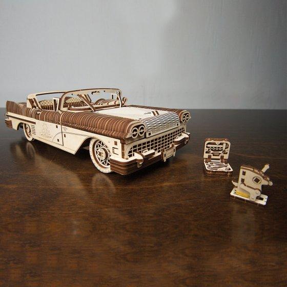 Maquette de cabriolet en bois