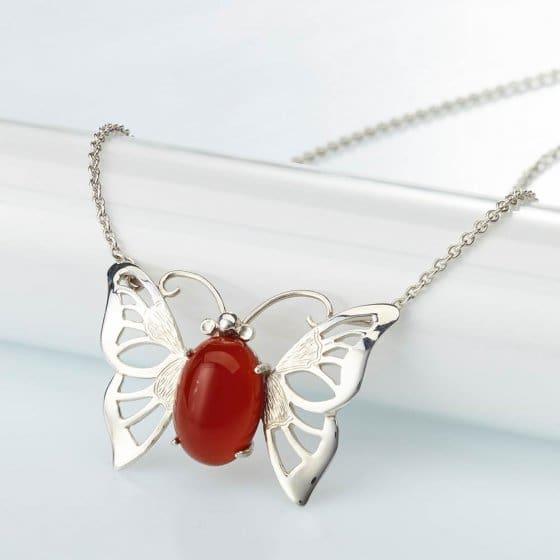 Chaîne avec pendentif papillon