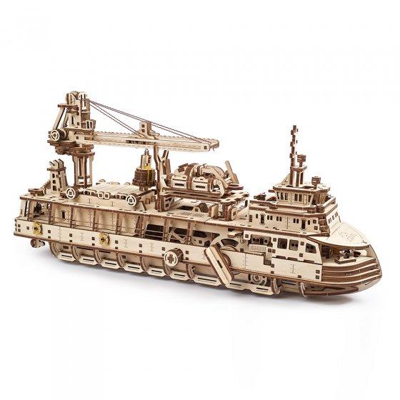 Maquette de navire de recherche en bois
