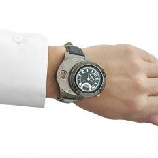 Montre-bracelet avec briquet tempête-2