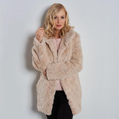 manteau court en fausse fourrure achetez ce produit manteau court en fausse fourrure en toute. Black Bedroom Furniture Sets. Home Design Ideas