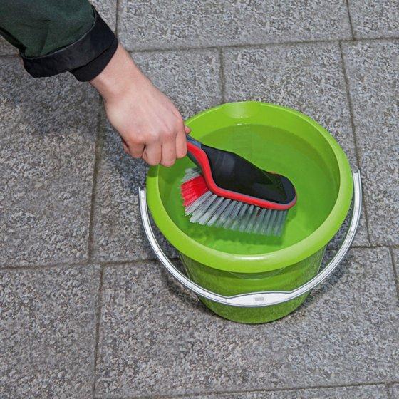 Brosse de nettoyage avec réservoir d'eau