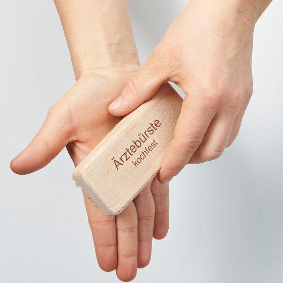 Brosse à ongles de médecin